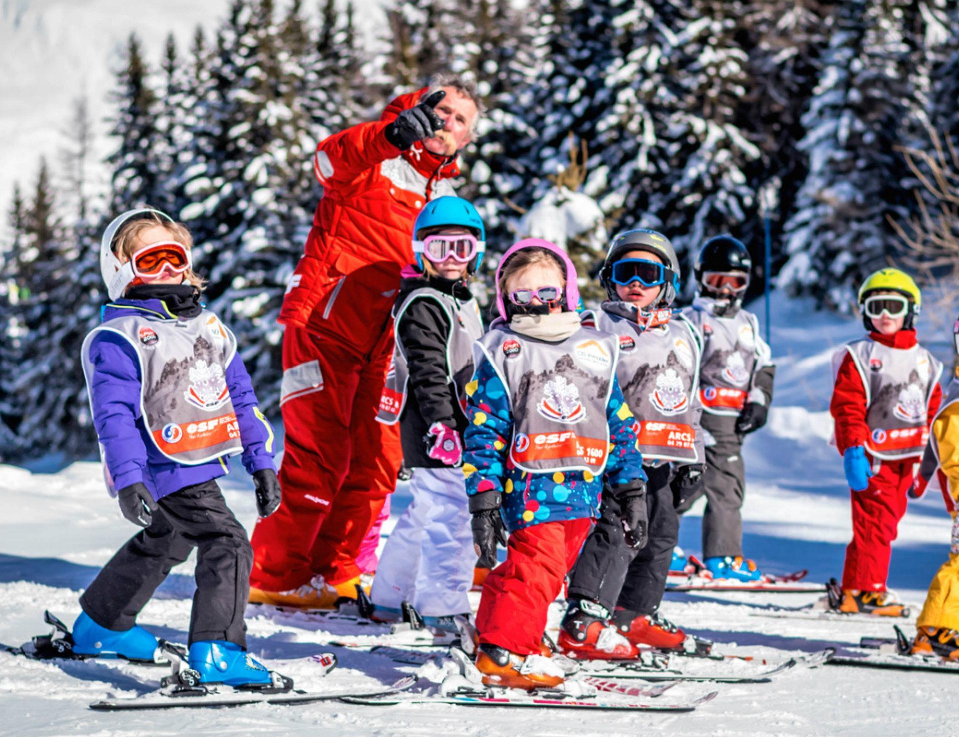 Cours de ski enfant en classe collective