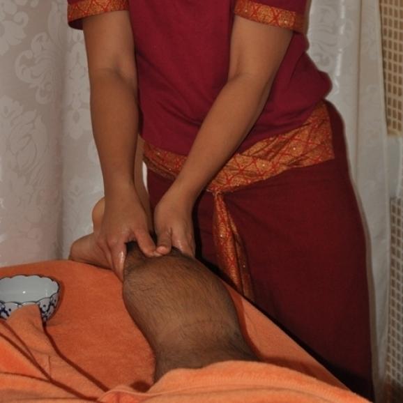 Massage traditionnel thaï aux huiles essentielles