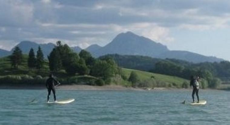Stand up paddle sur le lac de la Gruyère