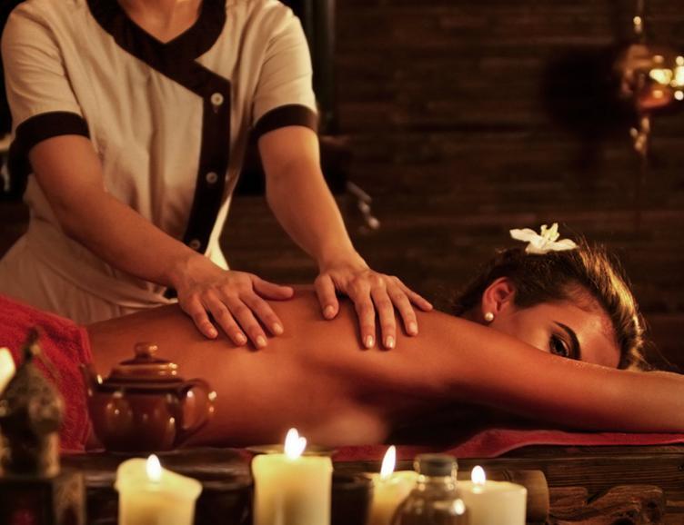 Gommage, massage relaxant et soin du visage