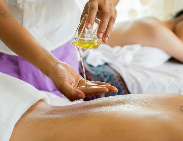 Massage aux huiles essentielles ou au cho
