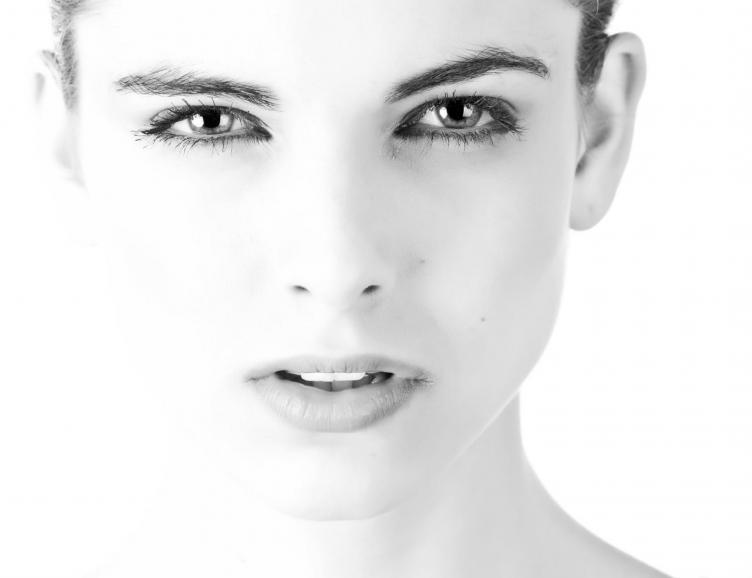 Trait d'eyeliner permanent