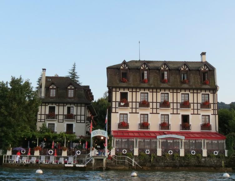 Nuitée à Evian-les-Bains
