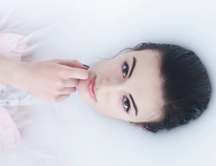 Trait d'eyeliner permanent en-dessous de l'oeil