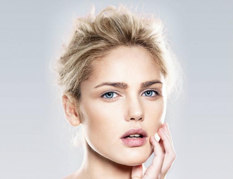 Soin du visage oxygène et épilation des sourcils