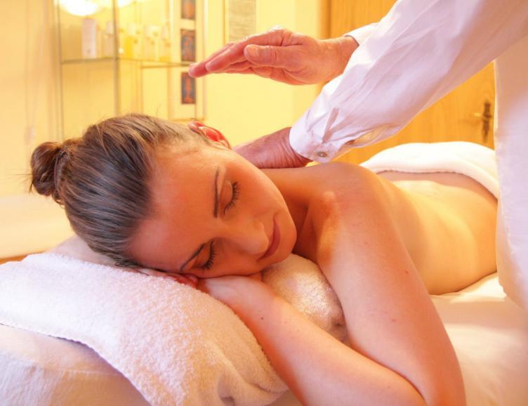 Massage du dos et de la nuque à domicile